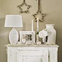 Neutral hallway with white and silver decorations