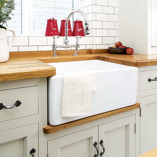 White Kitchen Units With Oak Worktop: White Country Kitchen Butler Sink With Oak Worktop