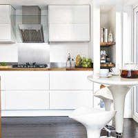 Modern white kitchen with capsule breakfast bar