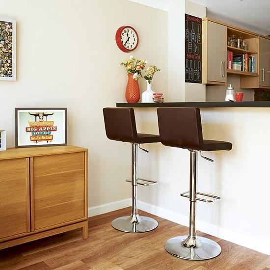 Retro kitchen with breakfast bar peninsula retro kitchen for Retro kitchen ideas uk