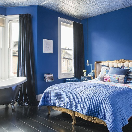 Romantic bedroom with sapphire blue walls and gold bed for Blue and gold bedroom ideas