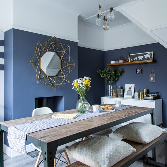 Modern dining room with blue grey walls for Salle a manger blanc et vert
