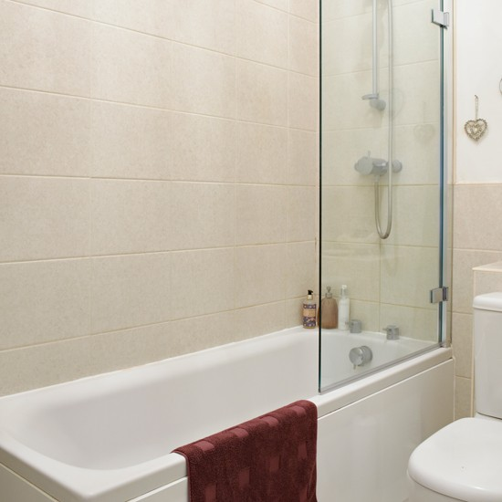 Traditional Bathroom With Cream Wall Tiles And White