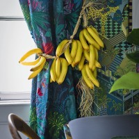 Colour-rich dining room curtains with banana tieback