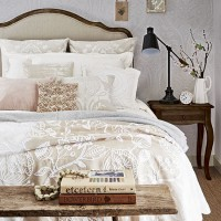 Traditional bedroom with Artisan patterns