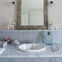 Built-in bathroom vanity unit with vintage-style basin