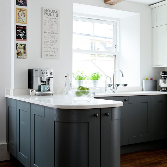 Dark Grey Modern Kitchen: Modern Kitchen With Dark Grey Units