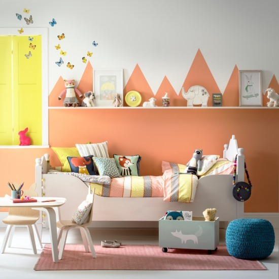 Small Children S Room Ideas: Small Children's Room With Painted Mountain Scape