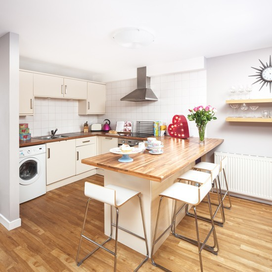 U Shaped Kitchen With Extended Breakfast-bar Worktop