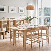 Timeless dining room with oak furniture and pale walls