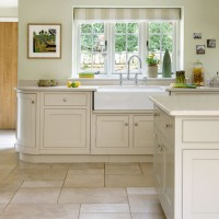 Traditional cream kitchen with Shaker cabinetry
