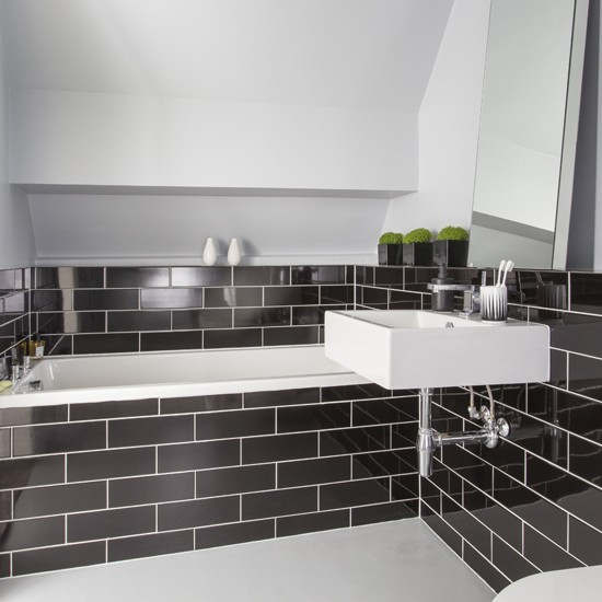 Black metro tile bathroom black and white bathroom designs for Black and white bathroom tile ideas