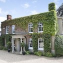Live like a princess: mansion bought by the Queen for Fergie, Eugenie and Beatrice goes on sale