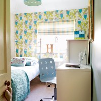 Child's room with feature wall and desk area