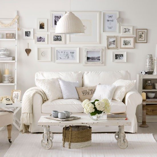 Laidback faded white living room white living room ideas - Decoracion vintage salon ...