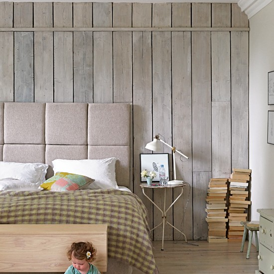 Plank wood wallpaper effect feature wall feature walls - Wood effect wallpaper living room ...