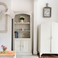 Country living room with cloakroom mirror and dresser