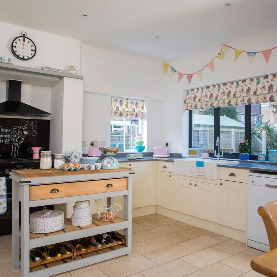 Let an island bring country style to a kitchen kitchen for Country style kitchen uk