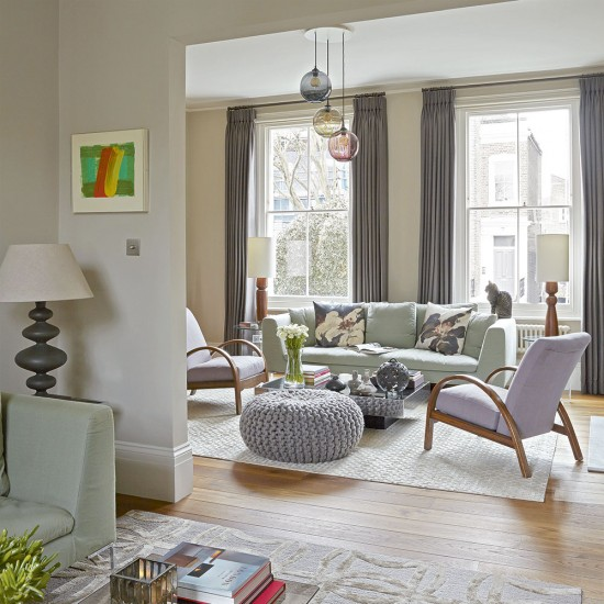 Relaxed Living Room With Gentle Pastels