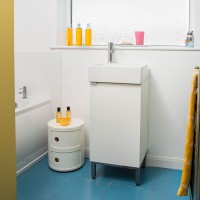 Small modern bathroom with white vanity unit