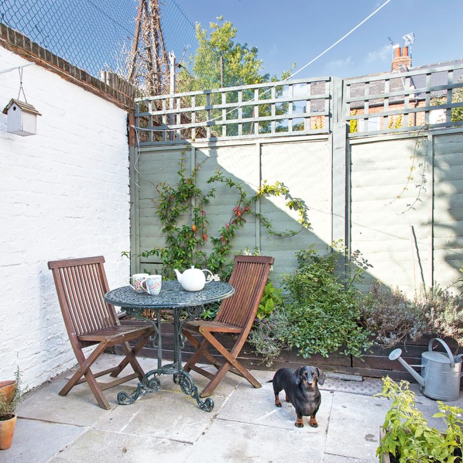Small cottage courtyard garden