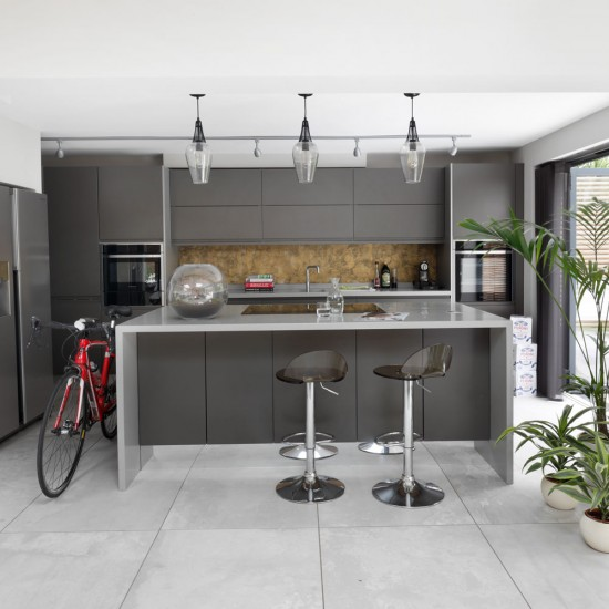 Kitchen Cabinets Handleless: Sleek Grey Kitchen With Handleless Cabinets