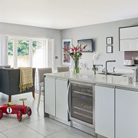 Pale grey family kitchen with gloss units