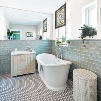 Neutral bathroom with statement patterned floor