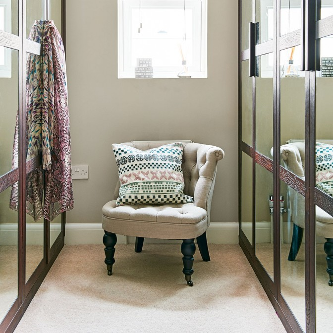 Dressing room with mirrored wardrobes
