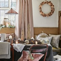 Pretty country dining room scheme in copper and pink
