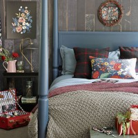 Country Christmas bedroom with folk art