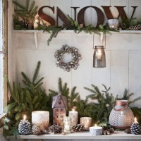 Country style Christmas hallway decorations