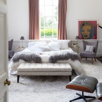 Classic master bedroom with design classic details