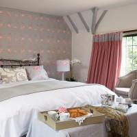 Master bedroom with falamingo theme