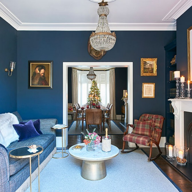 Sitting room with bold colour scheme