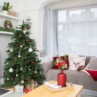 Neutral living room with minimalistic Christmas decor