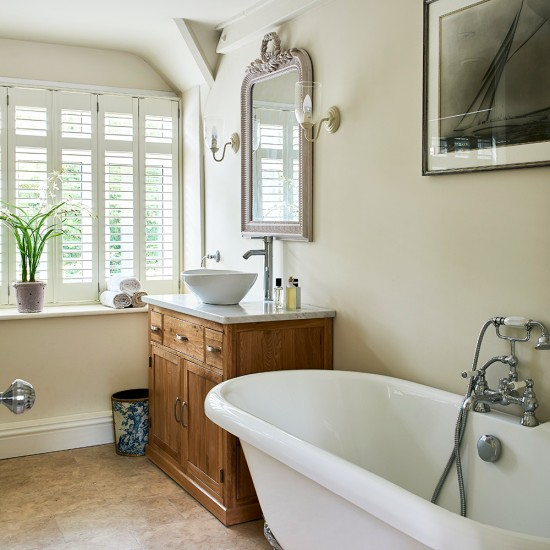 Traditional English Cottage bathroom with freestanding ...